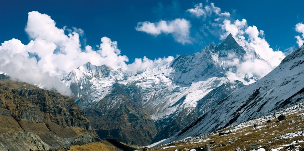 Nepal Mountain underr Clouds
